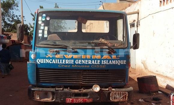 Acheter Voiture Mercedes-Benz Esprit Bleu à Bamako en Mali