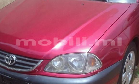 Acheter Voiture Toyota Avensis Rouge à Bamako en Mali